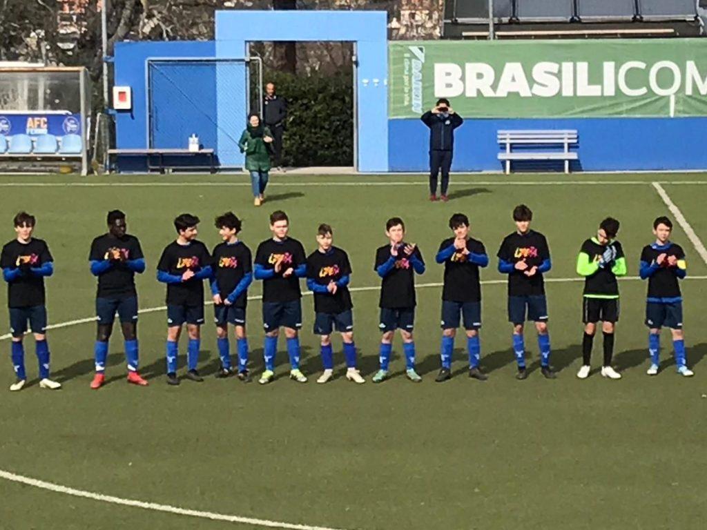 I giovanissimi della AFC Fermo con la maglia di Libera